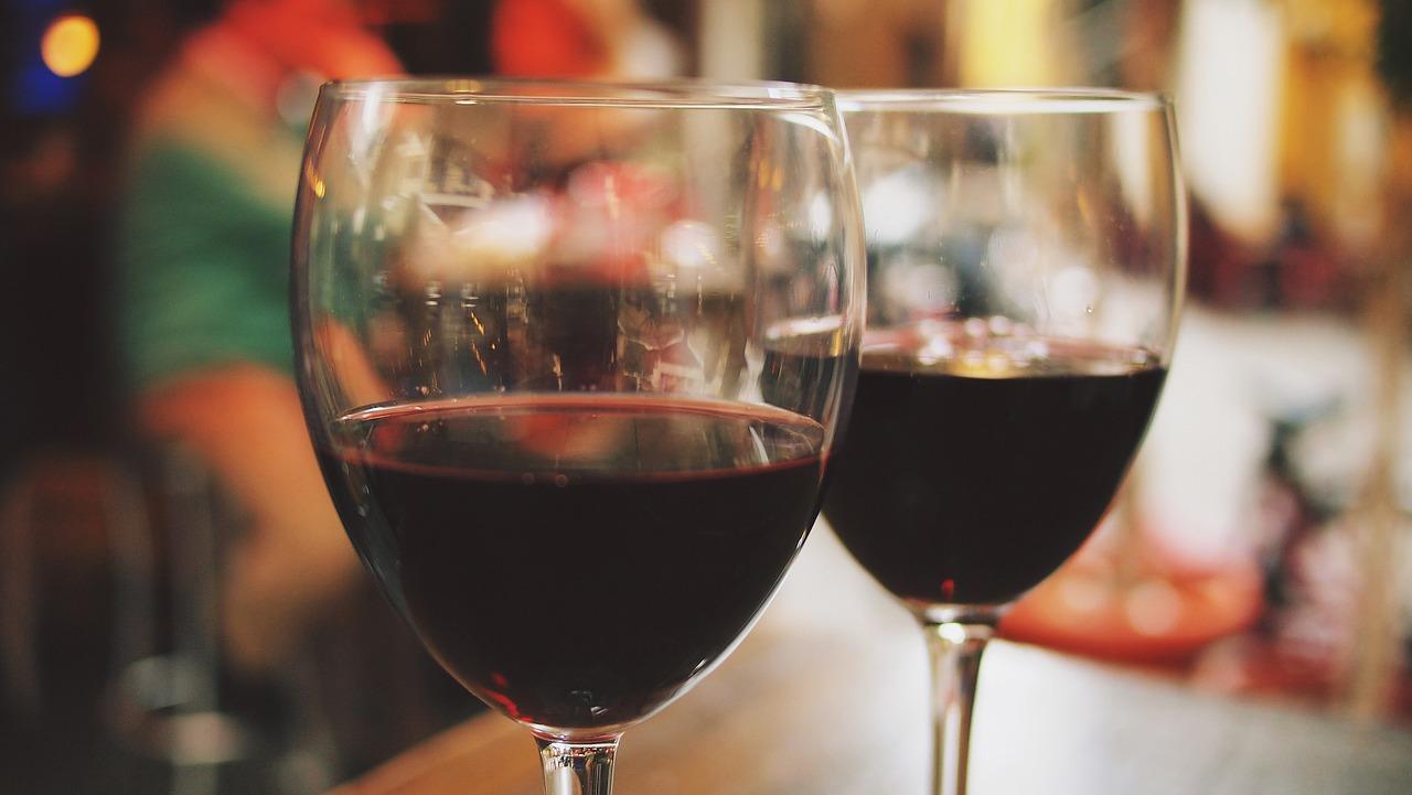 Beneficios de tomar una copa de vino tinto todas las noches